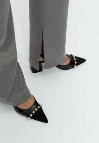 Uterqüe - Trousers - grey - 4