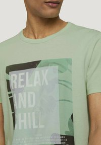 TOM TAILOR DENIM - T-shirt med print - smooth green - 3