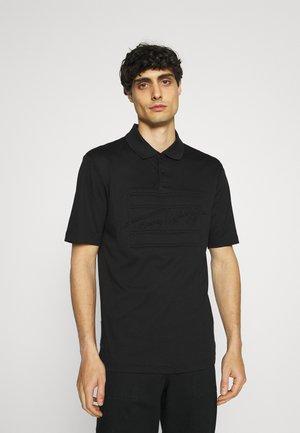 SIGNATURE FLAG EMBOSSED  - Polo shirt - black