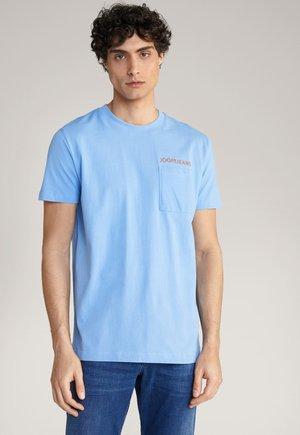 AJAS - Print T-shirt - hellblau