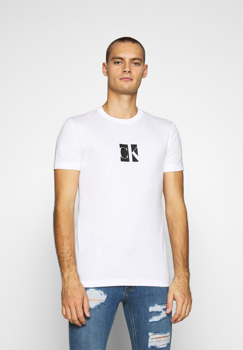 Calvin Klein Jeans - SMALL CENTER BOX TEE - Print T-shirt - bright white