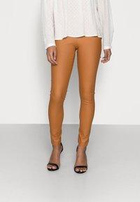 VILA PETITE - VICOMMIT COATED PLAIN  - Leggings - Trousers - adobe - 0