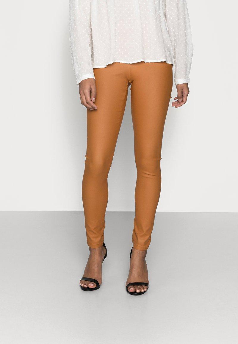 VILA PETITE - VICOMMIT COATED PLAIN  - Leggings - Trousers - adobe