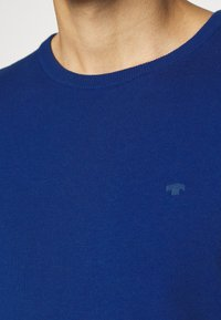 TOM TAILOR - BASIC CREW NECK - Jumper - bright blue melange - 5