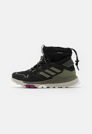 TERREX COLD.RDY TRAXION SHOES MID - Hiking shoes - core black/legend green