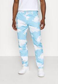 Mennace - CLOUD DYE - Straight leg -farkut - blue - 0