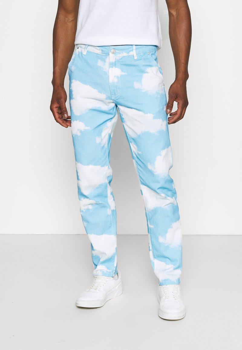 Mennace - CLOUD DYE - Straight leg -farkut - blue
