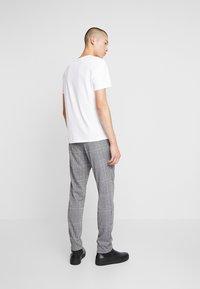 Zign - Kalhoty - white/black - 2