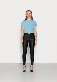 Glamorous Petite - Basic T-shirt - blue - 1