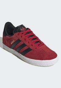 adidas Originals - GAZELLE - Trainers - red - 2