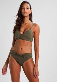 Seafolly - TWIST BAND HIPSTER - Bikini-Hose - dark olive - 1