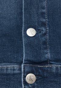 Calvin Klein Jeans - CROPPED 90S JACKET - Denim jacket - denim dark - 5