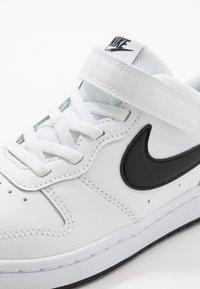 Nike Sportswear - COURT BOROUGH 2 UNISEX - Sneakers laag - white/black - 2