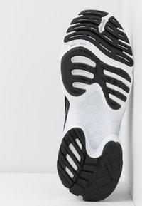adidas Originals - EQT GAZELLE  - Sneakersy niskie - core black/footwear white - 6
