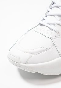 Versace Jeans Couture - Sneakersy niskie - bianco ottico - 2