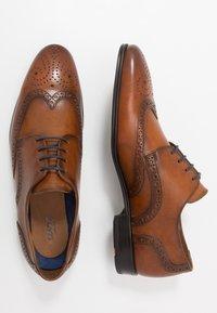 Lloyd - MORTON - Elegantní šněrovací boty - cognac - 1