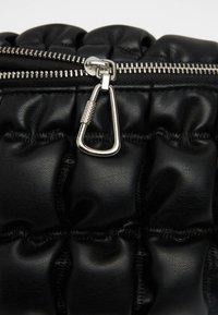 Bershka - GESTEPPTE - Bum bag - black - 3