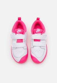 Nike Performance - PICO 5 UNISEX - Sportschoenen - white/hyper pink - 3