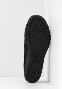 Skechers - BREATHE-EASY RELAXED FIT - Ballerinasko m/ rem - black - 6