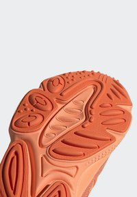 adidas Originals - OZWEEGO SHOES - Trainers - orange - 8