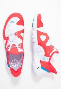 Nike Performance - FREE RN 5.0  - Løbesko - red orbit/blue hero/football grey/white/ghost/black - 1