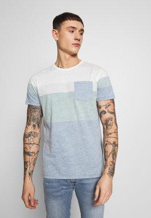 DEXTER TEE - Print T-shirt - Duck Green