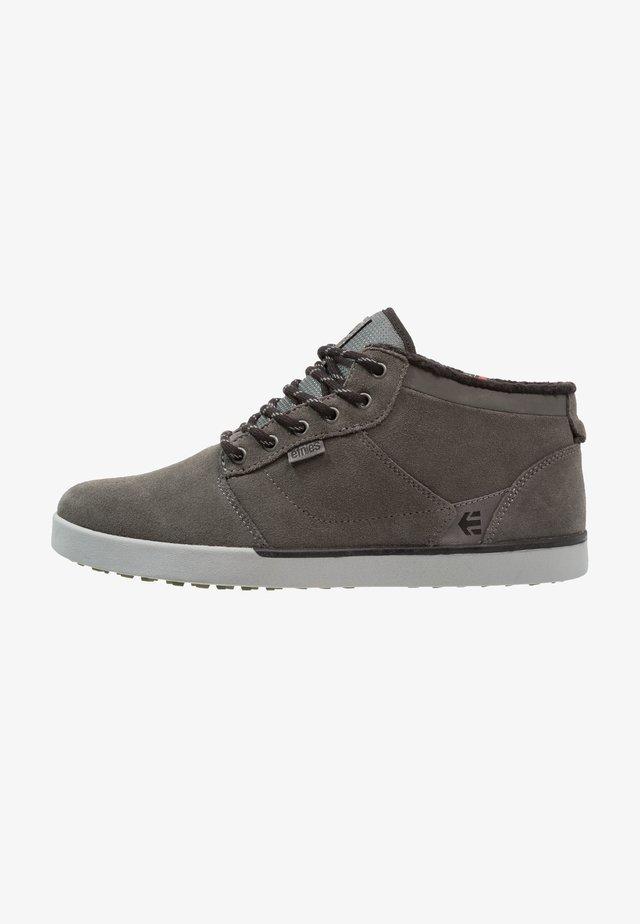 JEFFERSON MTW - Skate shoes - dark grey/grey