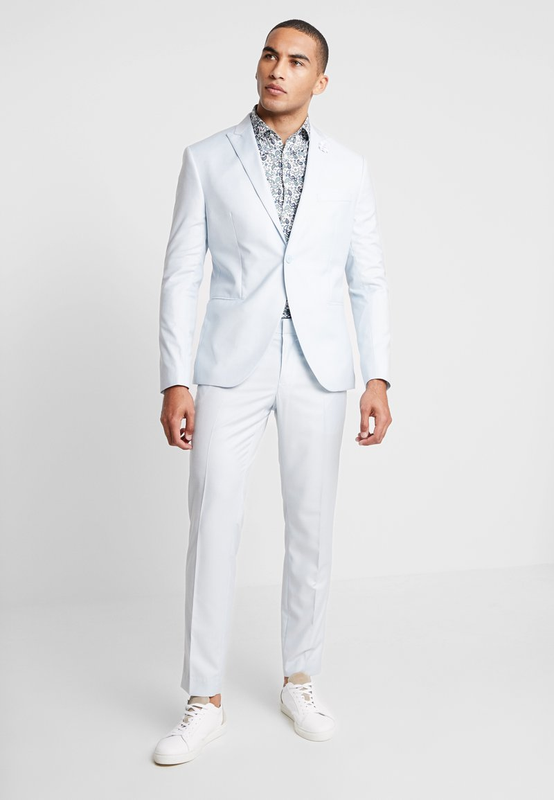 Isaac Dewhirst - WEDDING SUIT PALE - Oblek - light blue