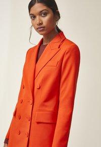 IVY & OAK - Blazer - mandarin red - 4