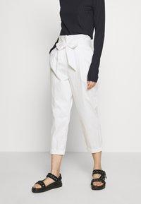 LIU JO - PANT CARROT SENZA PAIETTE - Pantalones - star white - 0