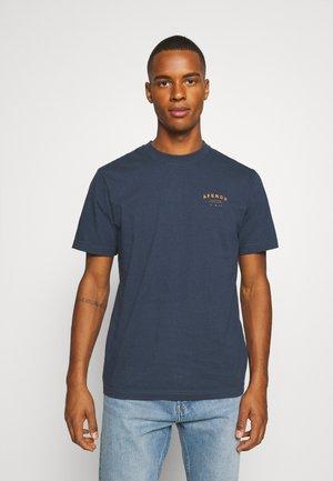 STILL HERE RETRO TEE - Basic T-shirt - midnight