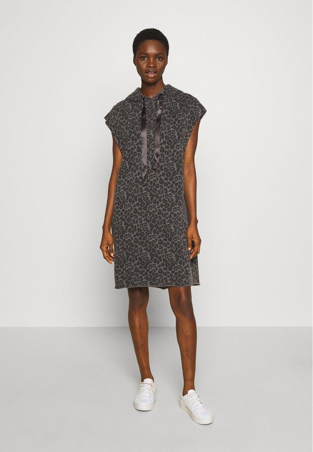 HOODIE DRESS FADE OUT LEOPARD - Vestito estivo - pavement