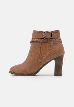 ABINGDON - Boots à talons - tan