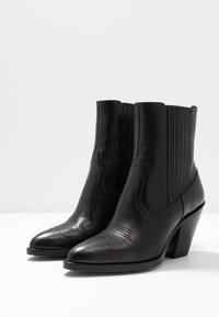 Polo Ralph Lauren - SMOOTH LOWREY - Cowboy/biker ankle boot - black - 4