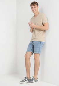 YOURTURN - Denim shorts - moon washed