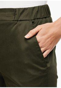 s.Oliver BLACK LABEL - POPELINE - Trousers - dark khaki green - 4