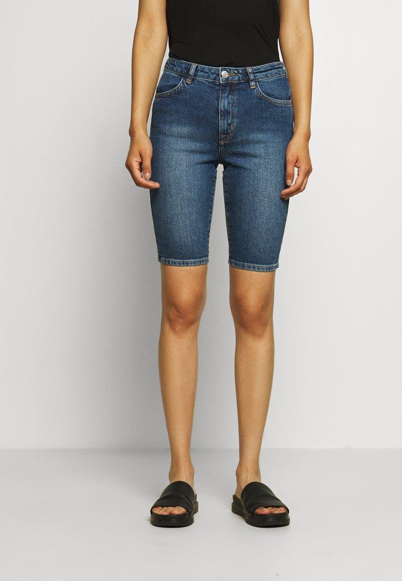 Carin Wester - KATY - Short en jean - light blue