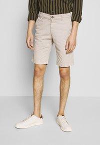 Baldessarini - JOERG - Shorts - beige - 0