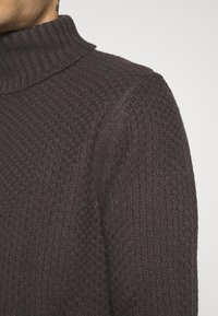 Only & Sons - ONSLOCCER - Stickad tröja - grey pinstripe - 5
