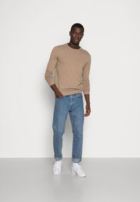 Selected Homme - SLHTOWER CREW NECK  - Stickad tröja - tuffet - 1