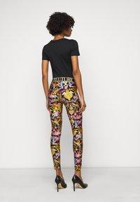 Versace Jeans Couture - LADY FUSEAUX - Legíny - black - 2