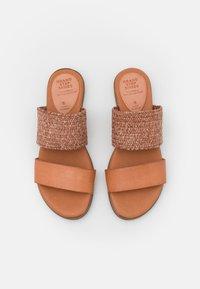 Grand Step Shoes - FIBI - Mules - sand - 5