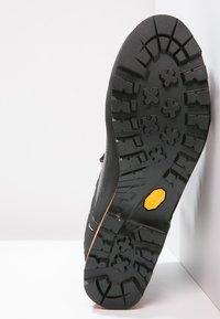 Salewa - MS CROW GTX - Alpin-/Bergstiefel - black/papavero - 4