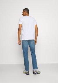 Wrangler - GREENSBORO - Straight leg jeans - hemp town - 2