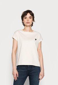 Opus - SULAKI - Basic T-shirt - pebble stone - 0