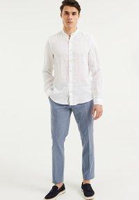WE Fashion - SLIM FIT - Shirt - white - 1