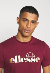 Ellesse - MAGI - Print T-shirt - burgundy - 3