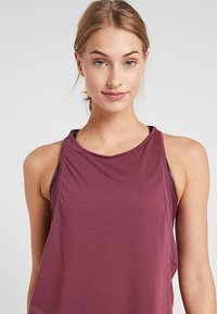 Under Armour - WHISPERLIGHT TANK - T-shirt de sport - level purple/metallic silver - 3