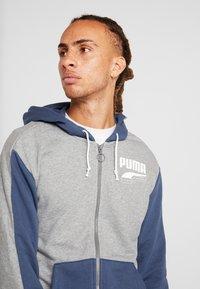 Puma - REBEL BLOCK HOODY - Mikina na zip - medium gray heather - 3