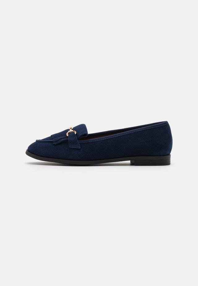 FRINGE LOAFER - Mocasines - navy